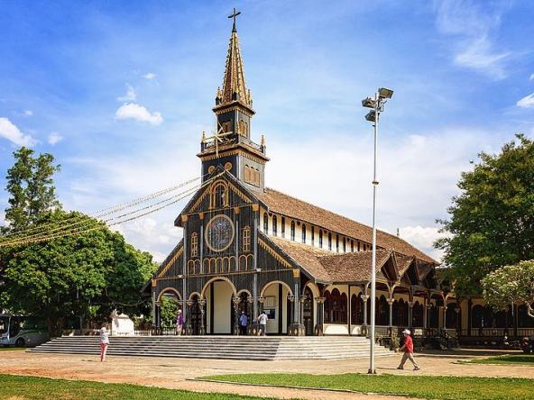 Giờ lễ nhà thờ chánh tòa Kon Tum